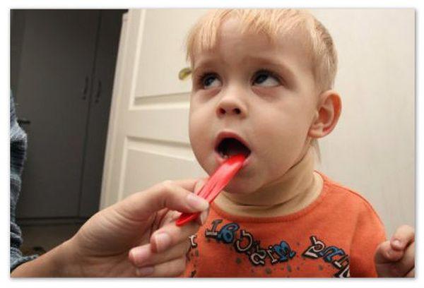 симптомы стоматита у ребенка