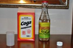 Сода и уксус для устранения запаха пота