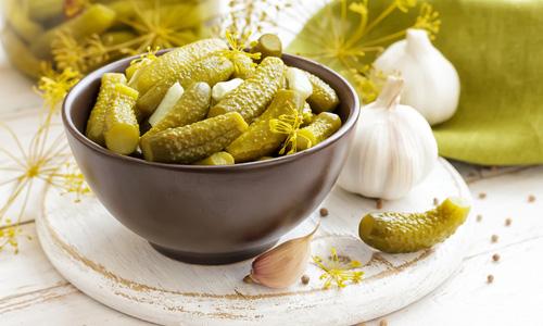В соленых огурцах содержатся вещества, способные раздражать воспаленную слизистую поджелудочной железы